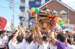 たるみこし&お囃子パレードの様子01