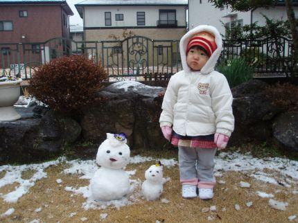 フォトコンクール:雪だるま3姉妹