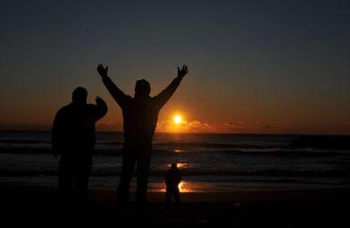 フォトコンクール:吉崎浜の初日の出