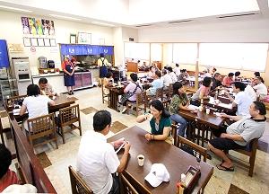 施設内に「農特産物コーナー」、「郷土料理レストラン」があり、植木見本園、広場などの施設が併設されています。