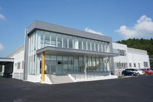 学校給食センター(右)
