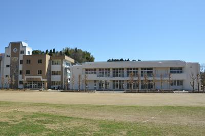 完成した豊栄小校舎